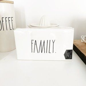 ✨ NWT Family Napkins   Rae Dunn